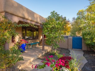 Two Casitas - Casa Contenta - Charming Remodeled Family Home, Santa Fe