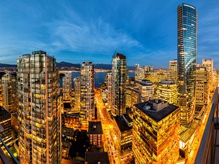 MILLION DOLLAR VIEWS VANCOUVER DOWNTOWN EXECUTIVE PENTHOUSE 3 BEDS N 2 BATHS
