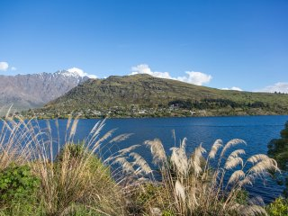 Alpine Village - Lakefront Apartment, Queenstown