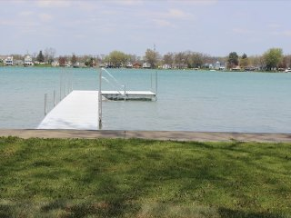 Huge 4800 Lakefront Home with 6 BR perfect for Family Reunion or Vacation, Elkhart