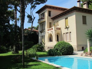 Cap d'Antibes holiday villa with terrace, 2 pools, parc and sea view
