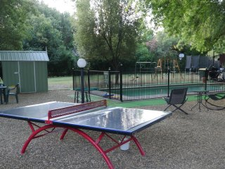 Lorikeet Unit : Enjoyable Garden & Solar Heated Pool & Play Ground, Bright