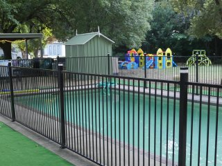 Family 2 Bedroom: Enjoy the Garden Solar Heated Pool & Playground