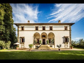 Lavish 8BR Villa w pool only 10 Miles to Florence!