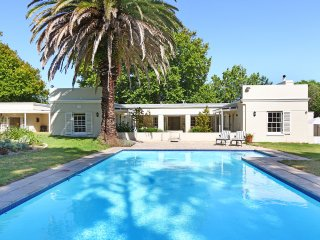 Lovely  5 bedroom villa with private pool in Constantia
