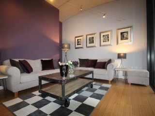 Boutique apartment with sunny balcony, Altrincham, 8 miles from Manchester