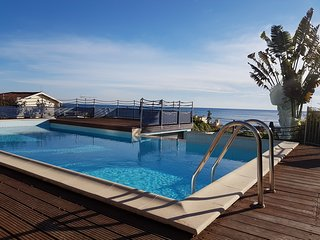 Indulge yourself in a luxurious apartment close to the beach.
