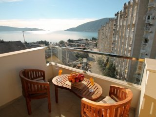 Cozy duplex apartment 100 meters from the beach, with gorgeous sea views