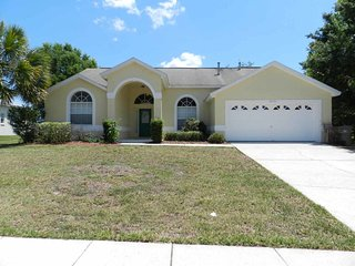 Greater Groves 4/3 pool home property, fully furnished, with full kitchen, and all linens and towels, Clermont