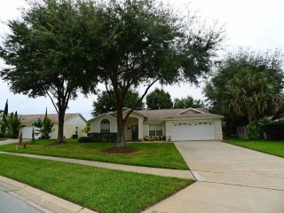 Greater Groves 4/3 pool home property. Two master bedrooms, two living rooms