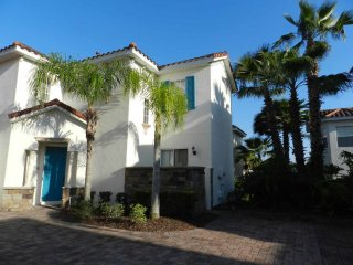Charming Tuscan Hills 5/3 Pool Home on cul-de-sac. Gated community with on-site
