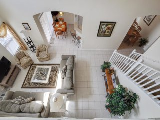 Emerald Island 5/3 Pool Home property, fully furnished, with full kitchen, and all linens and towels, Kissimmee
