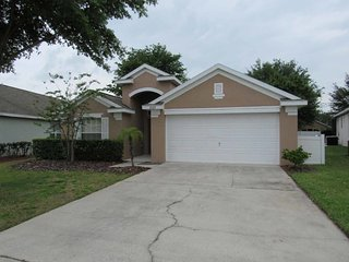 Mission Park 4/3 pool home property, fully furnished, with full kitchen, and all linens and towels, Clermont