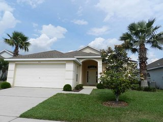 Hampton Lakes 3/2 Pool Home property, fully furnished, with full kitchen, and all linens and towels