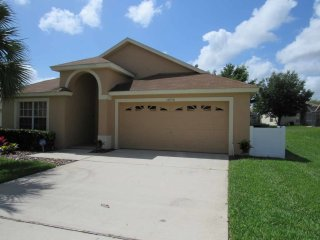 Orange Tree 5/4 pool home property, fully furnished, with full kitchen, and all linens and towels, Clermont