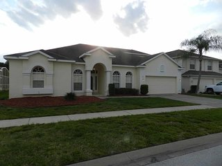 Highlands Reserve 6/3 Pool Home property, fully furnished, with full kitchen, and all linens and towels, Davenport