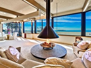 10% OFF MAY - Large Penthouse Suite, Panoramic Ocean Views & Roof Deck