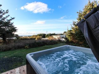 Cute cottage-style home, with private hot tub, and close to the beach & town!