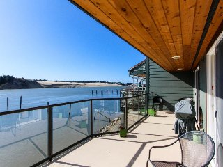 Gorgeous riverfront rental with excellent views and large private deck!