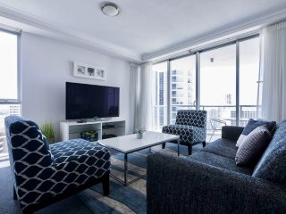 Chevron Renaissance Level 24 Ocean & River View (Free Unlimited Wifi & Parking), Surfers Paradise