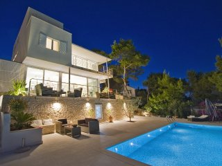 Luxury, Stunning, Seafront Villa With Infinity Pool And Amazing Views