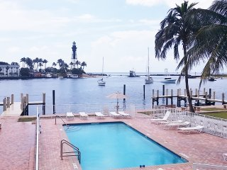View 2die4 Waterfront Cozy Condo #14 newly remodeled