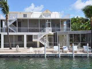 Come relax in Islamorada, the tropical jewel of the Florida Keys!!