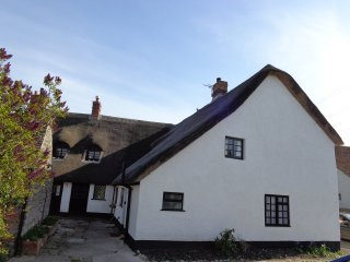 Thatched cottage in the heart of Stogursey Village
