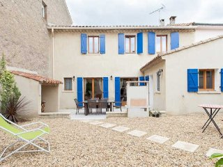 South France holiday accommodation with garden, air con and spa pool, Capestang