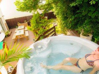 CROYDE BEACH VILLA | 5 BEDROOMS | Croyde | Sleeps 12 (max 10 adults)| Hot Tub