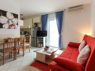 Comfort Seaside Seaview Apartment with Balcony & Terrace, Priv Parking