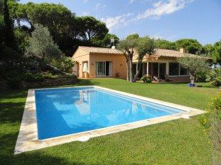 Costa Brava: villa de plain-pied - piscine privée -vue sur la mer et la campagne