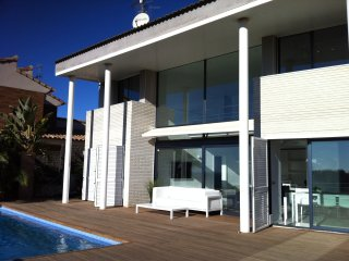 Stylish Villa Oasis with private pool and stunning sea views