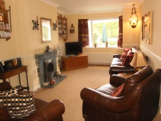 The Beeches: dog & child friendly in rural setting, large garden, parking, Portinscale