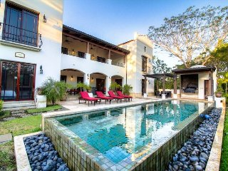 Luxurious 7,000 Sq Ft Mansion- Just Steps From the Beach!, Pinilla