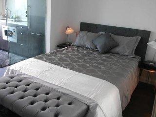 Yorkville Luxury Living 1BD Suite, Toronto