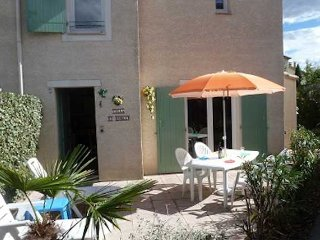 Pezenas holiday villa in South France with pool sleeps 4, Pézenas