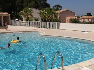 Pezenas holiday villa in South France with pool sleeps 4