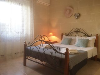 Gozo B&B Gharb, double bed