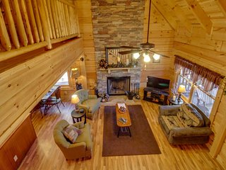 Crafted family-friendly nature getaway with private hot tub & prime location, Sevierville