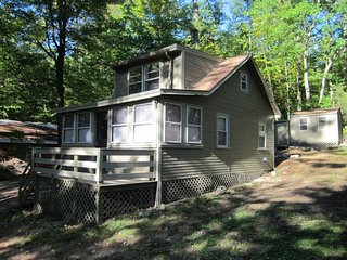 Cozy lakeview cabin w/ firepit, seconds from Sebago Lake Basin, a beach & dock!
