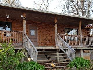 Serene, Modern, Convenient Cabin
