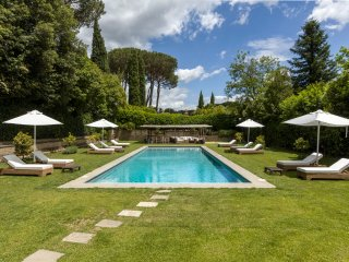 Rome -Luxurious,spacious home, Olgiata Golf Club-6 Bdr,pool,steam bath,sauna,gym