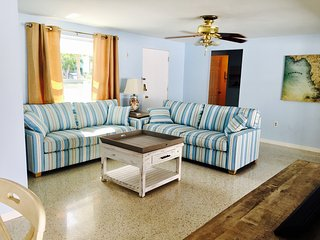 2BR/2BA House Just Steps to Siesta Village & Siesta Key Beach