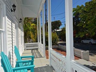 Gardenia Getaway - Gorgeous New Apt in Perfect Location w/ Private Parking, Key West