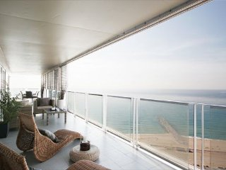 LUXURY FLAT TERRACE AND SEA VIEWS!!