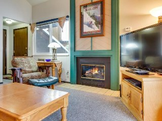 Ski-in/ski-out condo w/ shared pool, hot tubs, sauna - walk to Cabriolet gondola