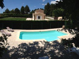 Superbe villa NEUVE - piscine cloturée chauffée - jardin 4000m² - St-Rémy de Pce, Saint-Remy-de-Provence