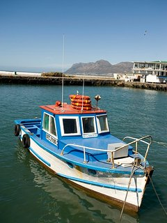 Klak Bay Fishing harbour with 2 excellent restaurants & fresh fish daily from fishing boats.