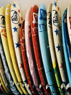 Roxy's, one of the many surf shops to rent surfboards, surfing gear & lessons from.
